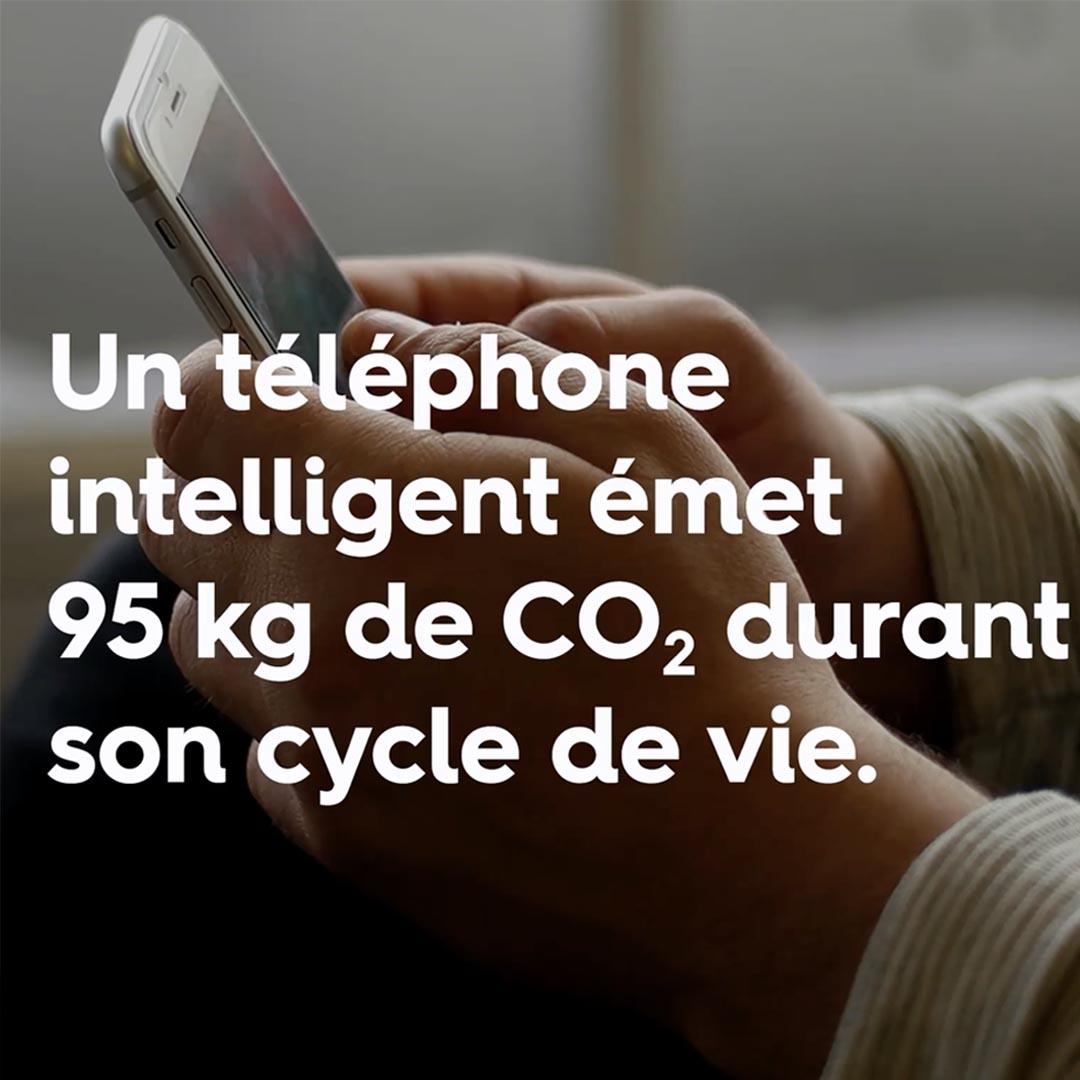 Un téléphone intelligent émet 95 kg de CO2.